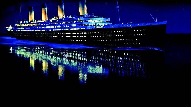 Známý australský miliardář Clive Palmer se rozhodl postavit dokonalou repliku Titanicu společnosti White Star Line, a to na základě stejných plánů původního plavidla.