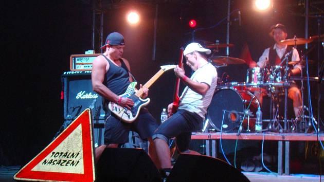 Mezi největší lákadla Útulek festu patří punková kapela Totální nasazení ze Slaného.