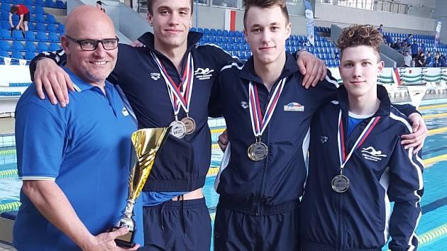 Ústečtí plavci (zprava Sonnenberg, Janeček a Ouředník) zazářili na mezistátním utkání v Bratislavě.