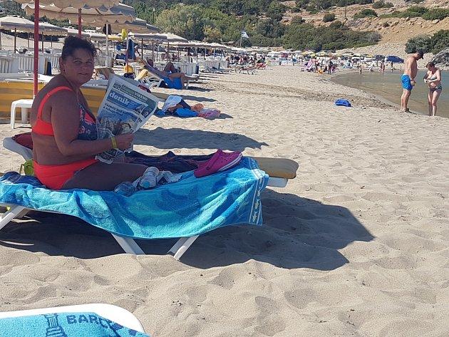 Eva si užívá zaslouženého odpočinku na ostrově Rhodos. Jak jinak, než sDeníkem.