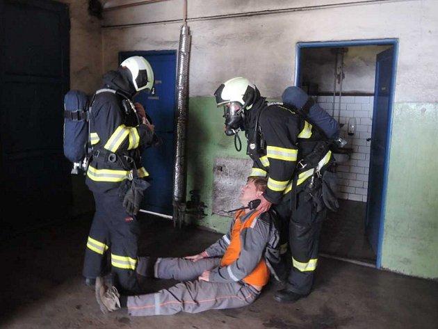Cvičení hasičů v trmické teplárně.
