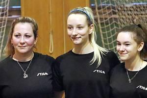 Stolní tenistky SKP Sever Ústí  si vítězstvím nad oběma celky Sokola Nusle Praha zajistily účast v 1. lize. Zleva Smíšková, Vysocká, Nováková