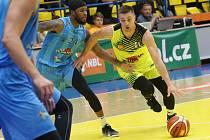 Basketbalové utkání mezi Ústím a Olomoucí.