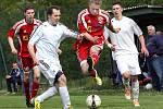 Fotbalisté Neštěmic (červení) doma porazili Modrou 2:1.