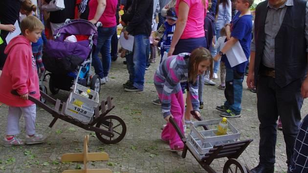 Festival Cesta k nám a Dětský den přilákaly do Městských sadů stovky malých i dospělých.