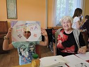 Příjemné dopoledne strávili senioři s dětmi ze ZŠ Mírová.