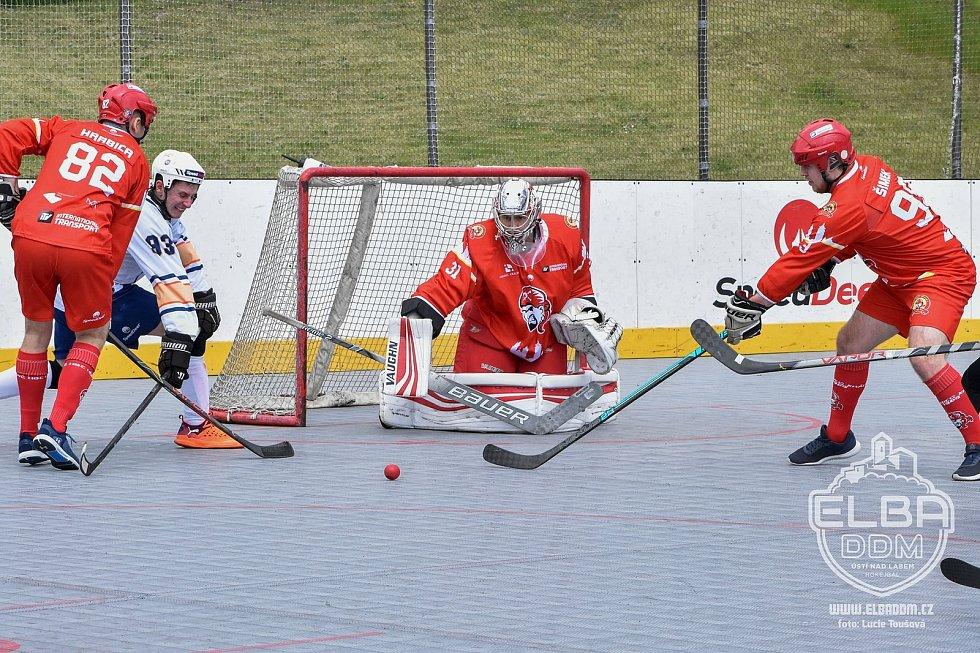 Elba DDM Ústí nad Labem - Hradec Králové, restart hokejbalové extraligy 2020/2021.