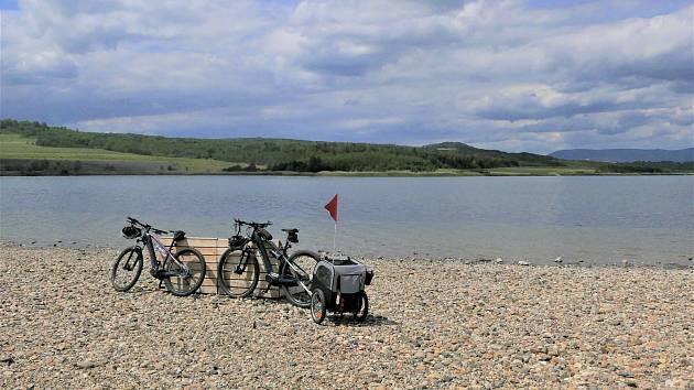 Jezero Milada bude vstřícnější k cyklistům. Správce sem rozmístí další cykloboxy.