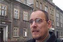 Organizátor petice proti bourání starých domů Dušal Oslej.