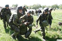 Vojáci v Tisé. Ilustrační foto.