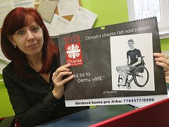 Oblastní Charita v Ústí nad Labem vydala kalendář místních sportovců na podporu sbírky pro ochrnutého Jirku Škuthana z Teplic.