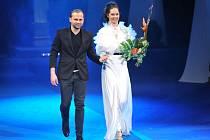 Bratislavský módní návrhář Marcel Holubec a Lenka Kocmanová Taussigová.