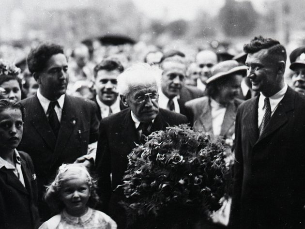 Mohutné demonstrace patřily k nástrojům propagandy, s jejichž pomocí chtěla Komunistická strana Československa převzít moc ve státě.