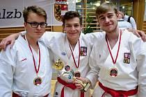 Trio karatistů Ústeckého kraje Branda, Bandas a Vavřička se v Rakousku radovalo ze zlatých medailí.