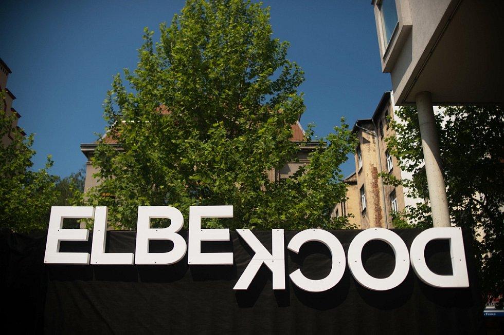 Festival Elbe Dock představil svůj doprovodný program v lodních kontejnerech