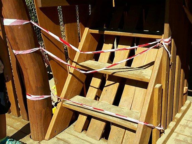 Nový dětský hrad na Severní terase poničili vandalové.