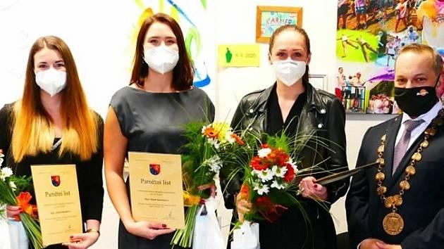 Studenti UJEP obdrželi donátorská stipendia.
