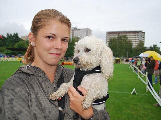 Číslo 22: Max. Na psí festival se svým pětiletým boloňským psíkem jménem Max přijela Šárka Puldová z Nymburka.