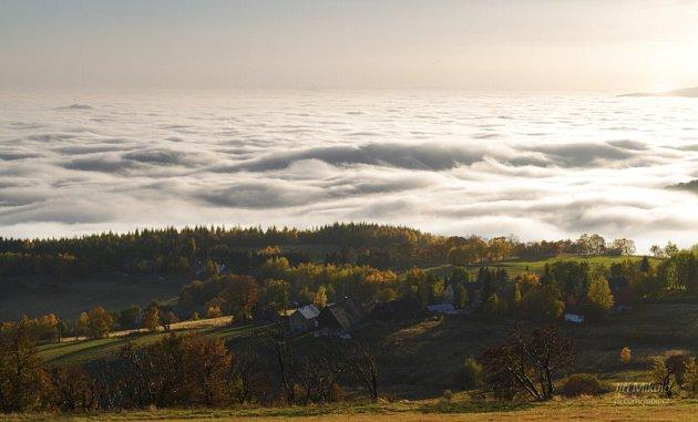19. Pohled zDlouhé Louky na moře pod Krušnými horami.
