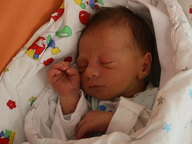 Tobiáš Bečka se narodil v ústecké porodnici 11. 6. 2017(19.10) Heleně Bečkové. Měřil 47 cm, vážil 2,91 kg.