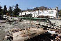 Staré kabiny bylo nejprve potřeba rozebrat a zbourat. To se událo na podzim 2017.