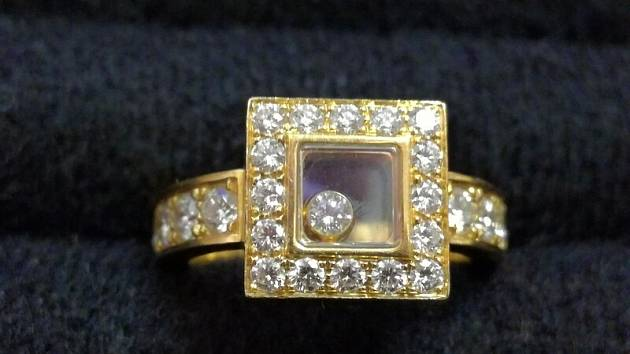 Úřad dražil tyto šperky s brilianty