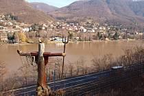 Řezbář Josef Kašpar vytvořil u Vaňova pohádkový les, kterému vévodí socha vládce moří.