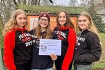 Florbalistky Ústí nad Labem předaly ústeckému útulku výtěžek z benefičních zápasů mužů a žen