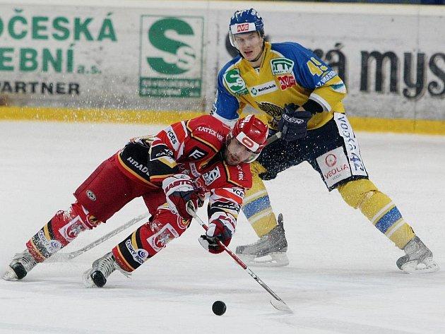 První semifinále 1.hokejové ligy mezi Ústeckými Lvy a Hradcem Králové skončilo výhrou domácích 6:3.