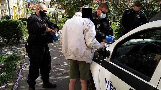 Ústečtí policisté zajistili muže, který vyhrožoval sebevraždou.