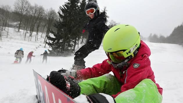 Lyžování v lyžařském středisku Telnice na Ústecku
