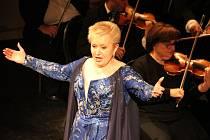 Slavná operní diva Eva Urbanová vystoupila v Ústí v doprovodu orchestru Severočeského divadla