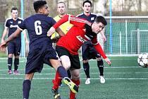 Fotbalisté Brné (červení) porazili Mojžíř 3:1.