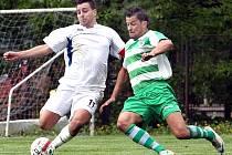Fotbalisté Neštěmic (bílé dresy) doma porazili Pokratice 3:0.