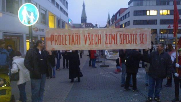 Ústečané demonstrovali proti komunistům v krajském zastupitelstvu.