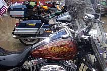 Na sraz dorazilo motorkářů jen pár... Odradil je déšť.