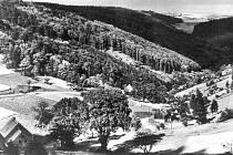 Telnice byla oblíbeným zimním střediskem lyžařů už před druhou světovou válkou, snímek z roku 1930.