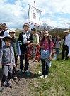 Poutníkům středohořskou krajinou Svatomarkovské procesí počasí v sobotu vyšlo.