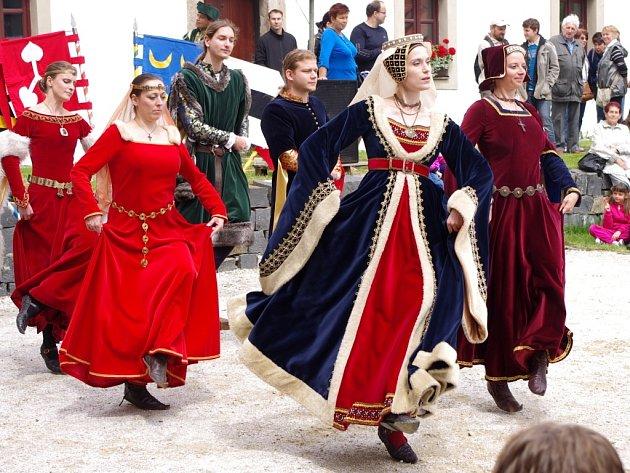 Na nádvoří zámku v Libouchci návštěvníci viděli mnoho atrakcí.