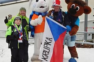 Maskoti MS 2020 se ochotně fotili s každým zájemcem. Příležitosti využil také Petr Krása z Krupky a Jiří Duben se synem Ondřejem z Teplic.