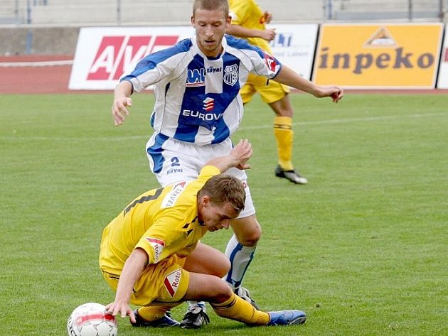 Ve  druhé lize hostí  Ústí  Žižkov a spoléhat bude i na Martykána, který bojuje o míč v duelu s Hlučínem.
