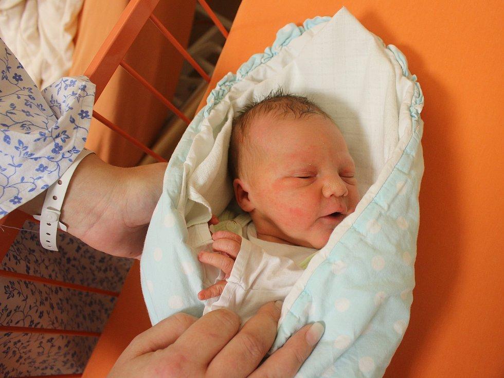 Šimon Moravec se narodil Denise Fürstové a Lukáši Moravcovi z Ústí nad Labem 17.ledna v 10.17 hod. v ústecké porodnici. Měřil 49 cm a vážil 3,1 kg