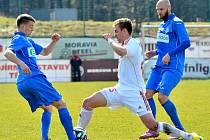 Ústečtí fotbalisté (modří) prohráli v Třinci 1:3.