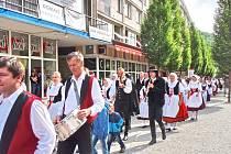 Lidový festival se po roce vrací do ulic Ústí, nejen loutky budou bavit drobotinu v sobotu 27. května u zámku.