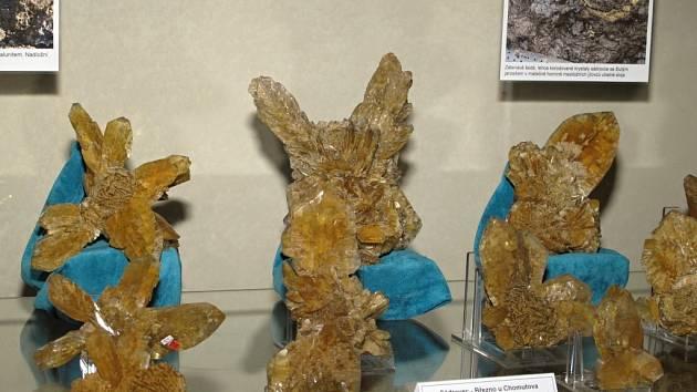 Na zámku v Klášterci nad Ohří v těchto dnech instalují exponáty ze soukromých mineralogických sbírek pro jubilejní 20. výstavu minerálů.