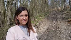Starostka Homole u Panny Dagmar Mužíková hovoří o zdejším největším problému, kůrovcem zničených lesech, což každoročně představuje náklady dva až tři miliony.