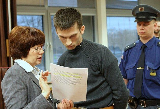 Devětadvacetiletý Petr Jaroš z Malého Března v úterý předstoupil před trestní senát ústeckého krajského soudu.