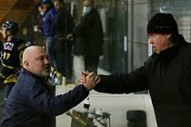 Trenéři obou celků Miroslav Mach (vlevo, Ústí) a Petr Rosol (vpravo, Kadaň)