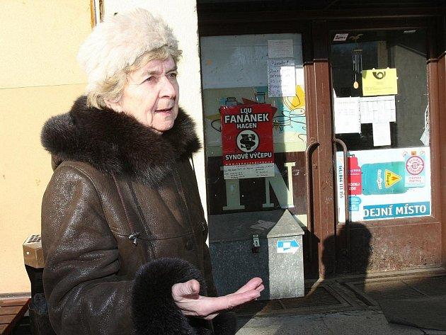 V Sebuzíně zrušila Česká pošta k poslednímu lednu svojí pobočku. Obyvatelé mají nyní možnost si listovní poštu a balíky, které mobilní pošta nedoručí, vyzvednout v místním obchodě, který provozuje Vietnamec Trung Dao Xuan.