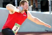 Koulař Russel Winger z USA loni na Grand Prix Ústí zvítězil a stanovil rekord stadionu na 20,76 metru.
